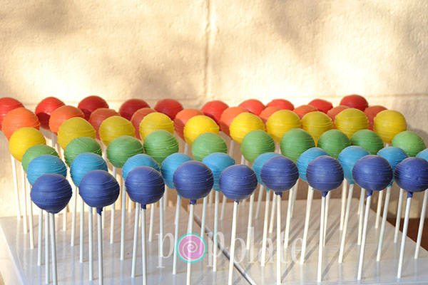 Six colour cake pops