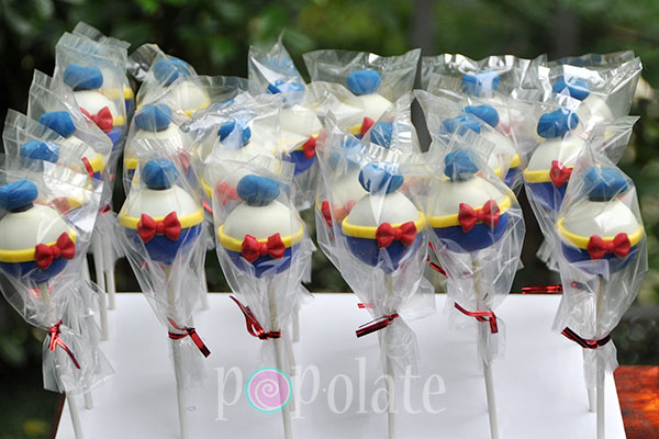 Donald Duck cake pops