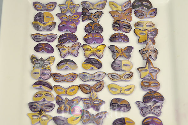 Masquerade masks cake pops purple gold glitter
